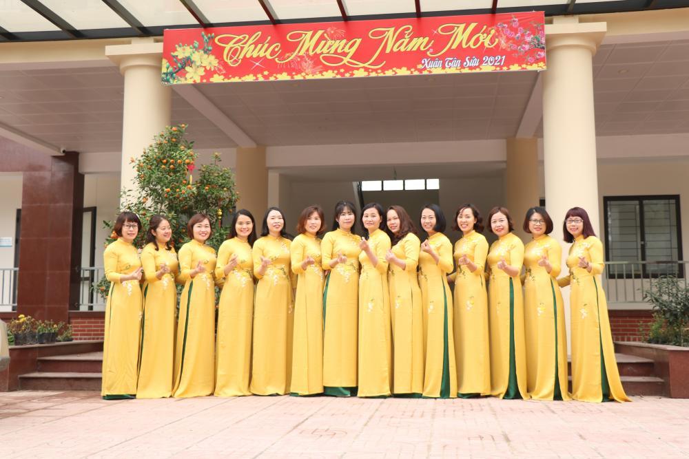 Tổ chức Ngày Quốc tế Phụ nữ 8/3 của Trung tâm Nghiên cứu trồng và chế biến cây thuốc Hà Nội